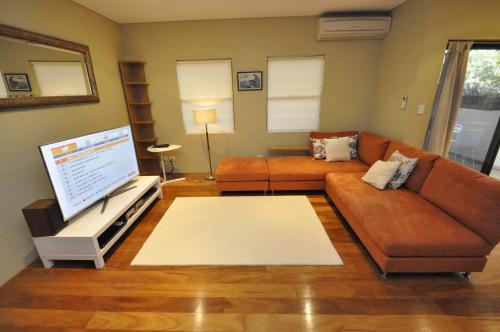 Glebe Self-Contained Modern One-Bedroom Apartment (47ROS) - image 11
