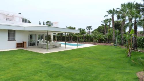 Luxury Beach House photo 2