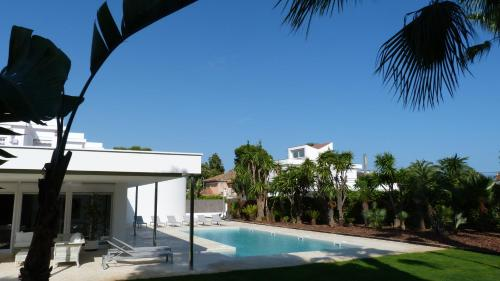 Luxury Beach House photo 14