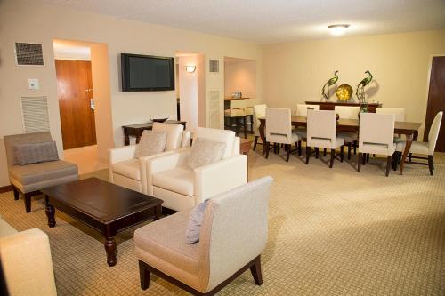 DoubleTree By Hilton Orlando Airport - Orlando, FL 32812