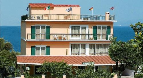 . Hotel Perama