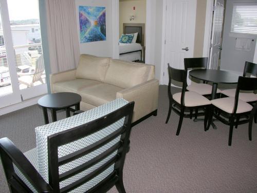 Alouette Sunrise Suites - Old Orchard Beach, ME 04064