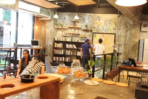 ThongLor Travellers Hostel and Cafe photo 9