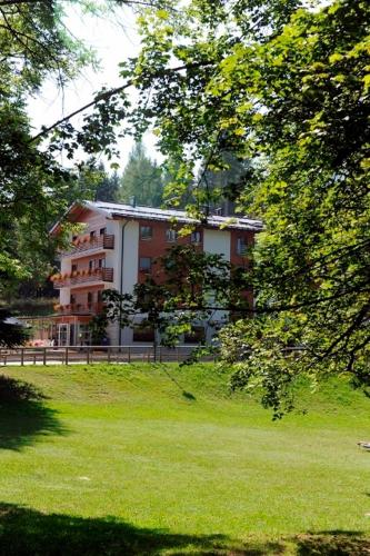 Accommodation in Candriai