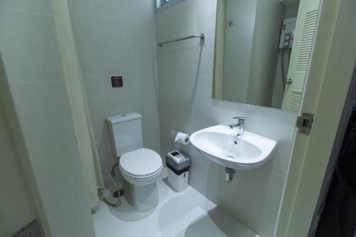 ZEN Rooms Yaowarat soi 7 photo 9