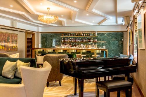 Devonshire Club & Hotel photo 16