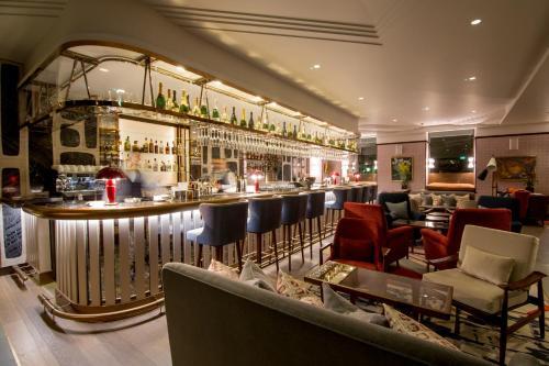 Devonshire Club & Hotel photo 17