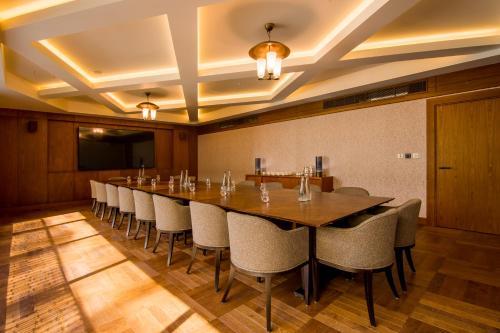 Devonshire Club & Hotel photo 30