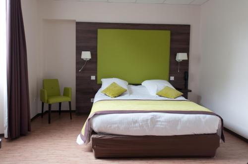 . Hotel du Parc-Restaurant - Le Rouget de Lisle
