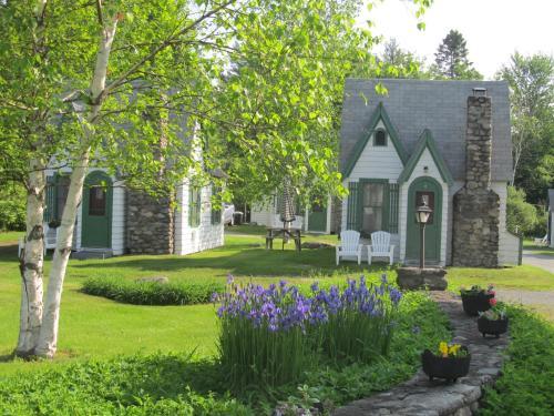 Hearthside Village Cottage Motel