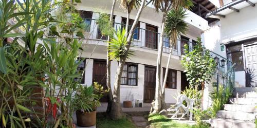Hotel Hostal L'Auberge Inn