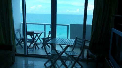 Hotel Miami Beach Oceanfront with Balcony
