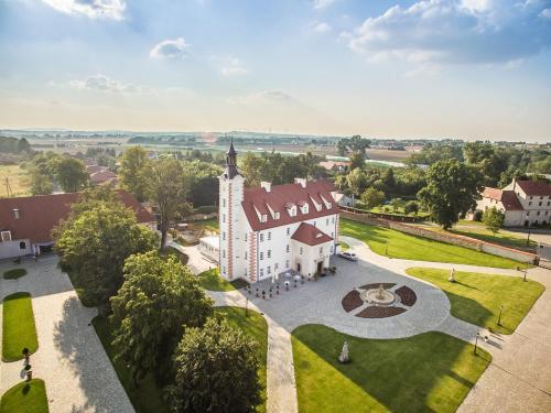 . Pałac Łagów