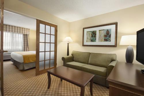 Country Inn & Suites By Radisson Owatonna Mn - Owatonna, MN 55060