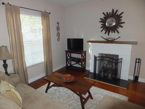 Casa Pina - West Palm Beach, FL 33401