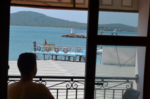 Ayvalık Poyraz Hotel telefon