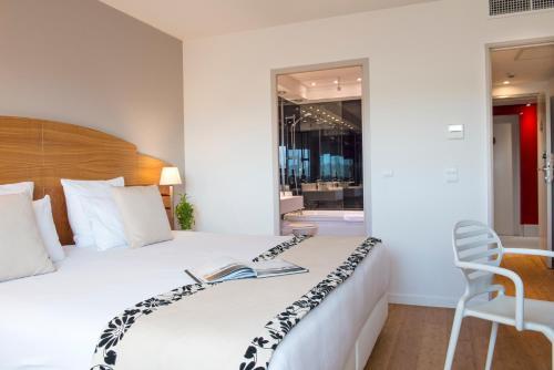 HÔTEL C SUITES chambres spacieuses - Hôtel - Nîmes