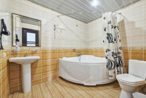 Suite com Sauna e Jacuzzi (Suite with Sauna and Jacuzzi)