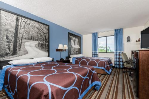 Super 8 By Wyndham Columbus - Columbus, IN 47201