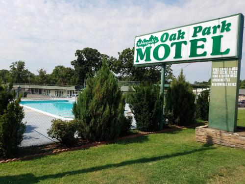 Oak Park Motel picture 1 of 8