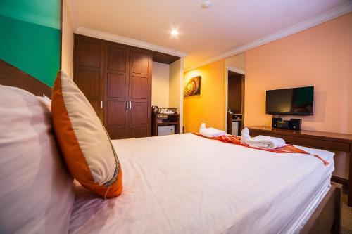 Triple 8 Inn Bangkok photo 30