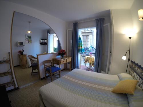 . Apartamentos Montserrat