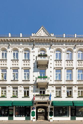Chmielna 30, 00-001 Warsaw, Poland.