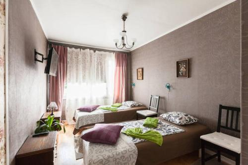 Cameră twin cu baie comună (Twin Room with Shared Bathroom)