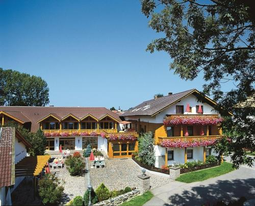 Ferienhotel Münch - Hotel - Neukirchen beim Heiligen Blut