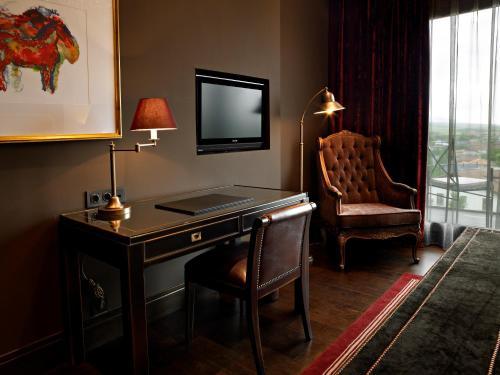 Deluxe Double or Twin Room Hotel Castillo de Gorraiz Golf & Spa 20