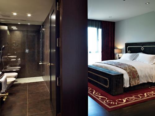 Deluxe Double or Twin Room Hotel Castillo de Gorraiz Golf & Spa 21