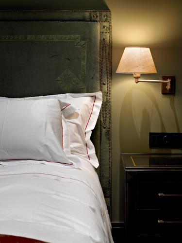 Standard Double or Twin Room Hotel Castillo de Gorraiz Golf & Spa 13