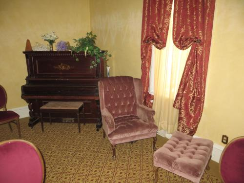 Edith Palmer's Country Inn, Historical Bed & Breakfast, Storey