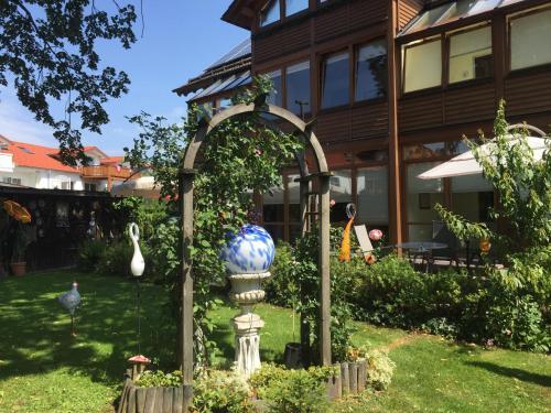 Haus bei der Linden Ferienwohnungen photo 37