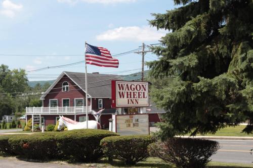 Wagon Wheel Inn - Accommodation - Lenox