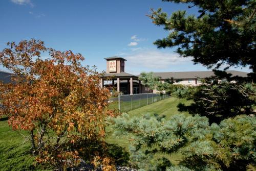 R&R Inn & Suites - Camrose, AB T4V 3A3
