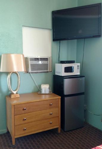 Dolphin Inn - Wildwood, NJ 08260