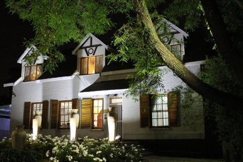 3 Liebeloft Guest House (B&B)