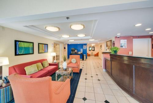 Motel 6 Milford - Milford, CT 06460