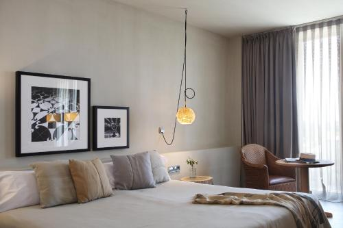 Superior Double or Twin Room with Terrace Hotel Peralada Wine Spa & Golf 8