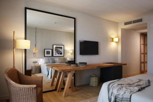 Superior Double or Twin Room with Terrace Hotel Peralada Wine Spa & Golf 9