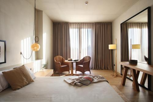 Superior Double or Twin Room with Terrace Hotel Peralada Wine Spa & Golf 10