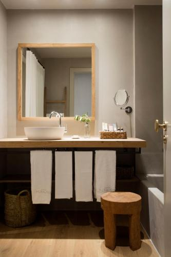 Superior Double or Twin Room with Terrace Hotel Peralada Wine Spa & Golf 18