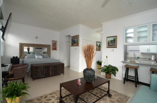 . Choose To Be Happy at Eight - Eight Super Studio Apartments