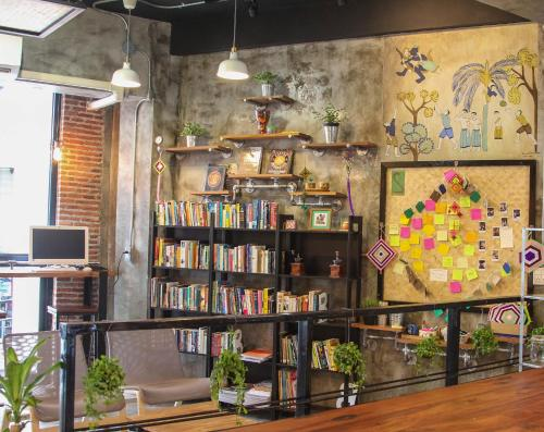 ThongLor Travellers Hostel and Cafe photo 18