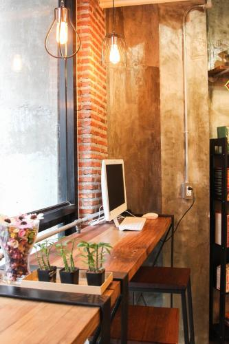 ThongLor Travellers Hostel and Cafe photo 21
