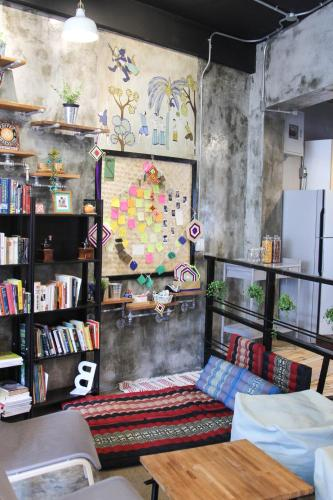 ThongLor Travellers Hostel and Cafe photo 31