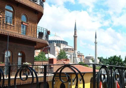 Utangaç Sokak, No:22 No:20, 34122 Istanbul, Turkey.