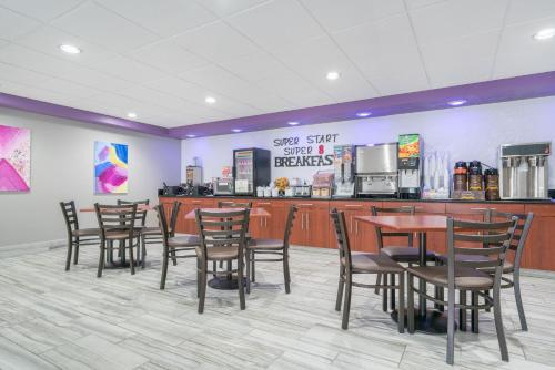 Super 8 By Wyndham Bloomington/Airport - Bloomington, MN 55420