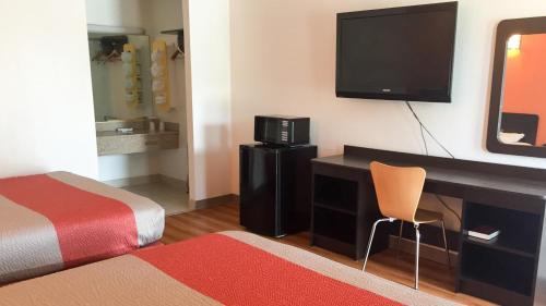 Motel 6 Brinkley - Brinkley, AR 72021